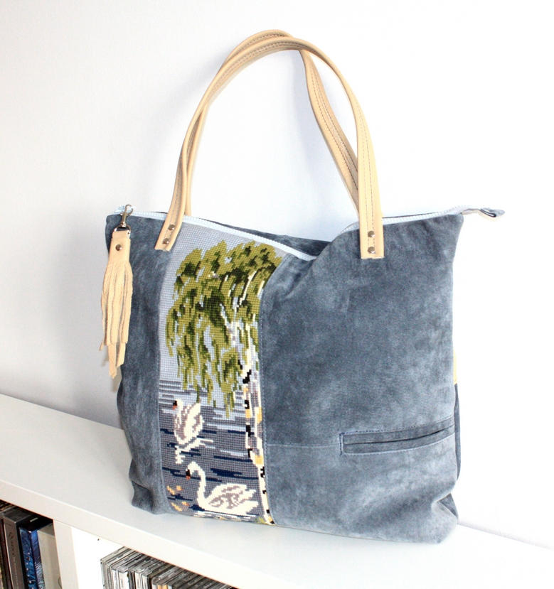 Blue/grey suede city bag with swan embroidery