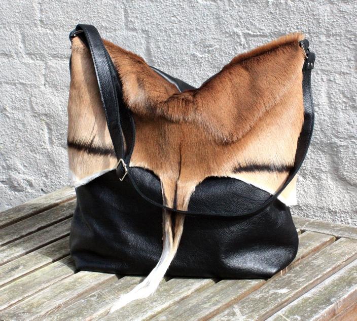 Black bag wit a fur flap