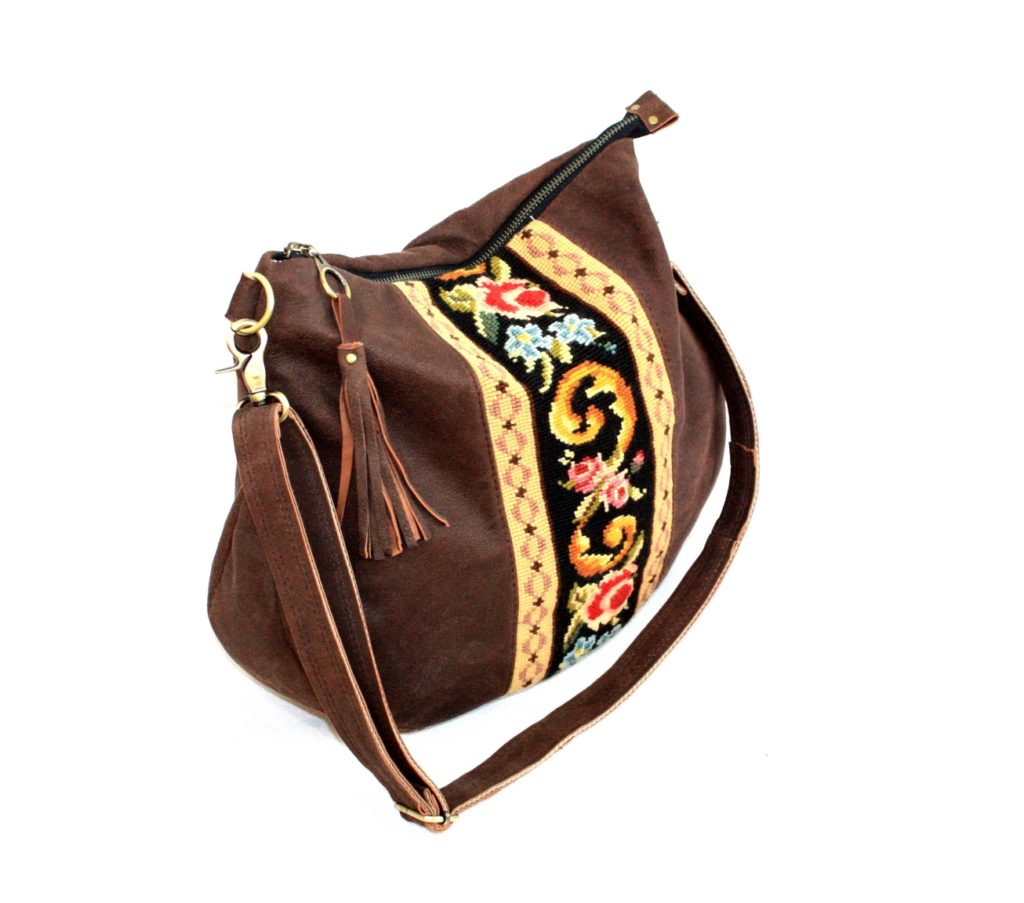 Chocolte brown suede bag with embroidery