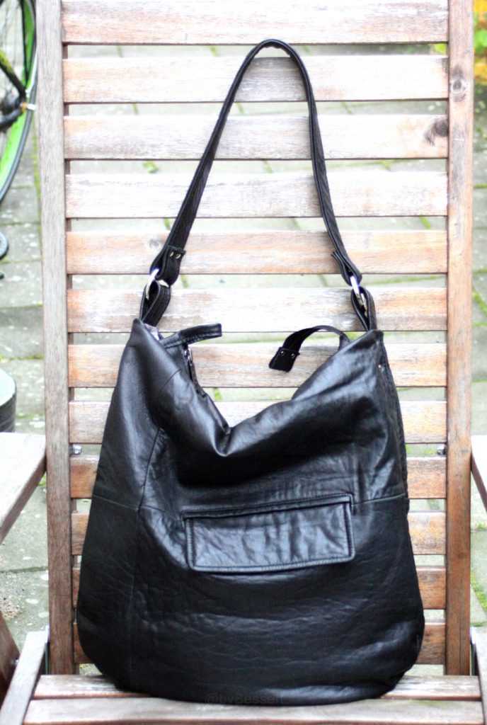 A black citybag for Tina