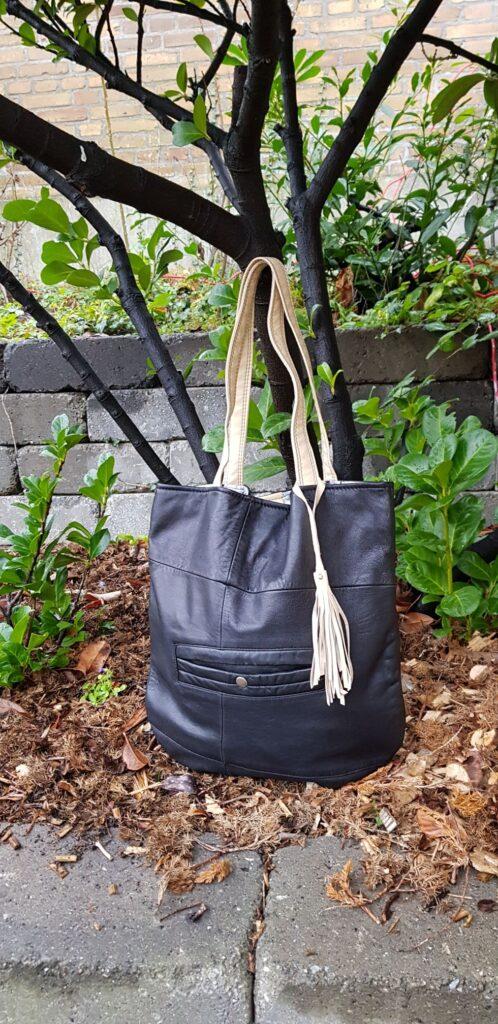Black shopper with a pouch